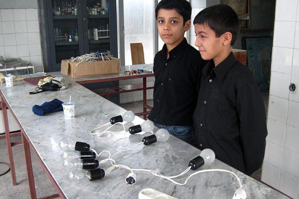 دانش آموزان در کارگاه